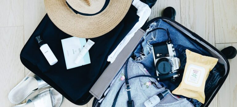 Spakovan kofer za selidbe u Srbiji