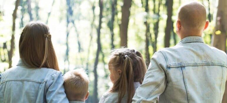 Srećna porodica nakon selidbe Savski venac odmara u prirodi