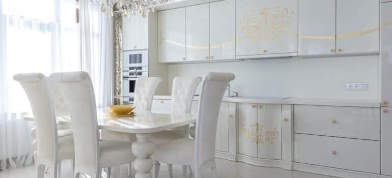 Beli kuhinjski nameštaj