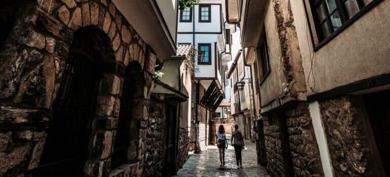 par nakon selidbe Makedonija šeta po Skoplju