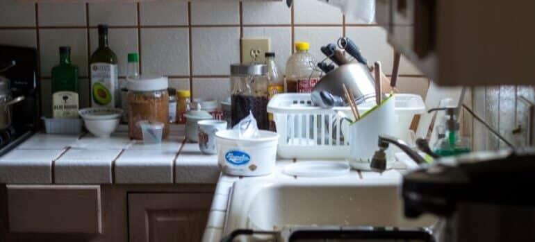 Kuhinja u neredu