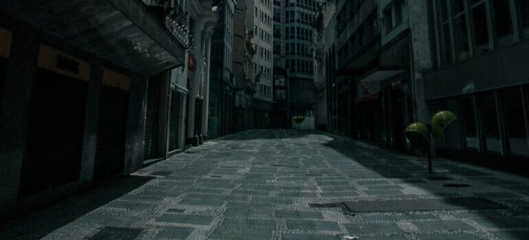 Visoke zgrade i uske ulice