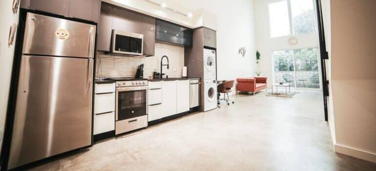 Kuhinja sa uređajima