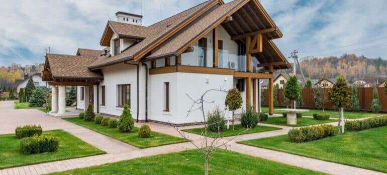 Kuća okružena prirodom