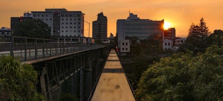 Zalazak sunca i pogled na grad