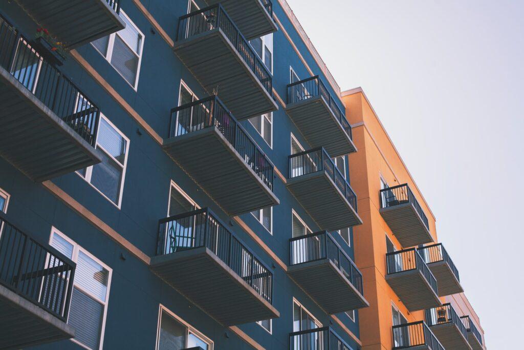 Stan u novogradnji koji pokazuje da selidba iz kuće u stan u Beogradu ne mora biti težak proces