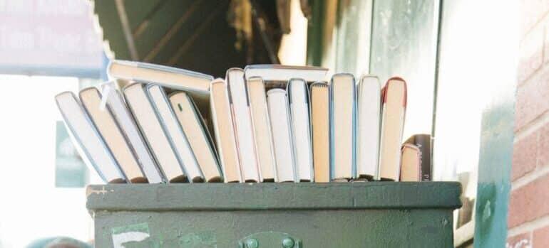 Kutija sa knjigama