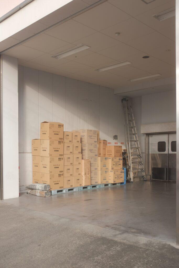 Kutije koje možete naći i u praznim radnjama što može biti korisno ako želite da se jeftino preselite u inostranstvo
