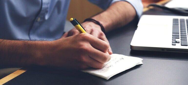 Čovek piše