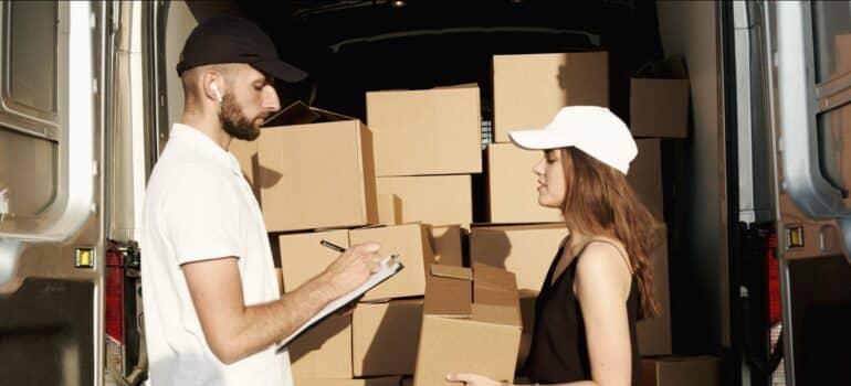 Kamion za selidbe i radnici za selidbe u Srbiji
