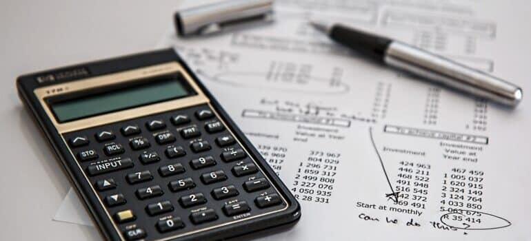 Digitron, papir sa troškovima i olovka