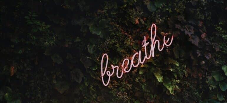 """Znak """"breathe"""""""