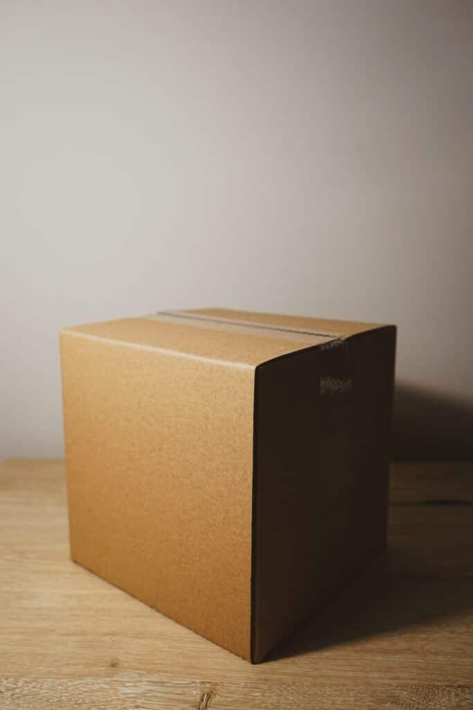 Kutija kao jedan od jeftinih materijala za pakovanje