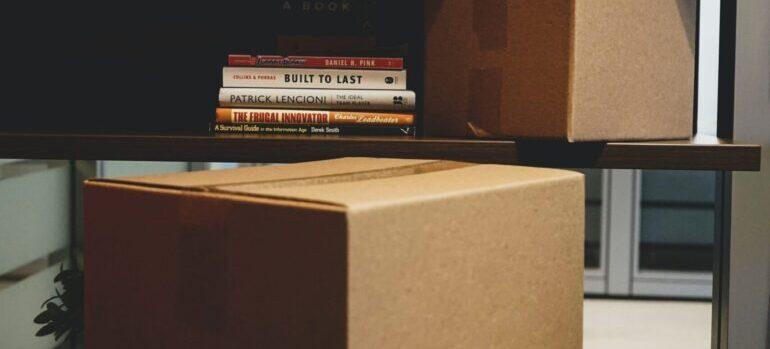 Kutije u dnevnoj sobi