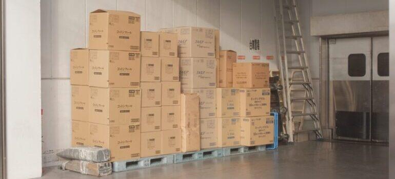 Kutije u skladištu