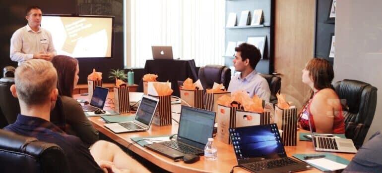Radnici u kancelariji