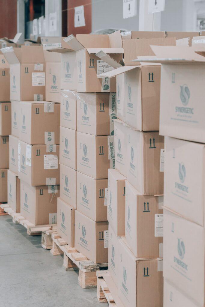 Kutije iste veličine koje pokazuju kako da pripremite stvari za transport