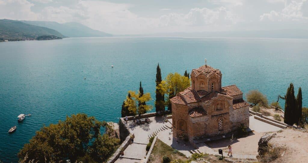Ohridsko jezero kao mesto koje je dobar razlog da se odselite u Makedoniju sa porodicom