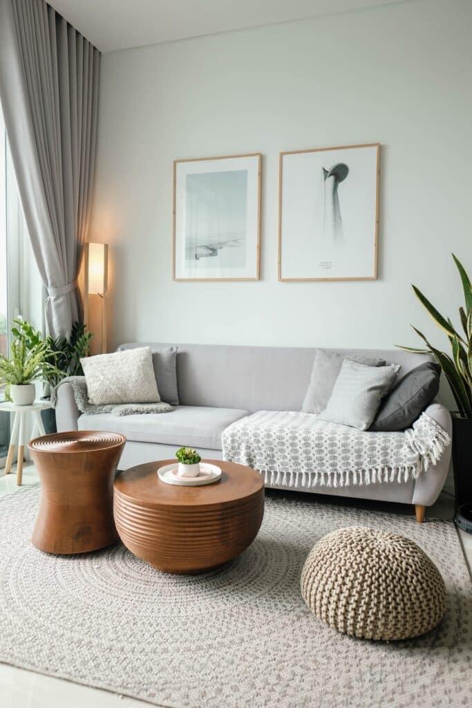 Dnevna soba koja pokazuje da nije lako da spakujete sobu po sobu brzo i efikasno
