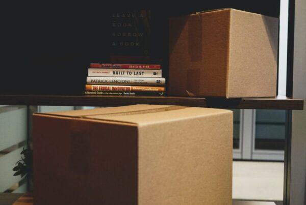 Spakovane kutijie koje pokazuju da možete sami da se preselite sami iz Zemuna na Novi Beograd